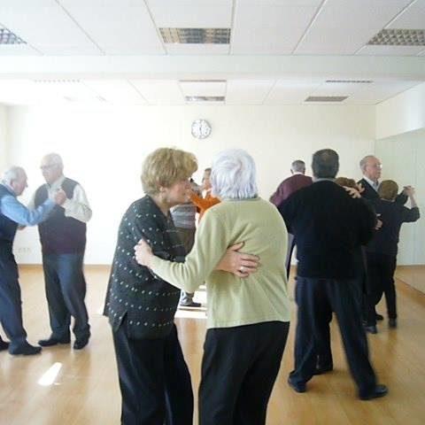 Sesiones Musicoterapia Tercera Edad baile abuelos Voz Integral